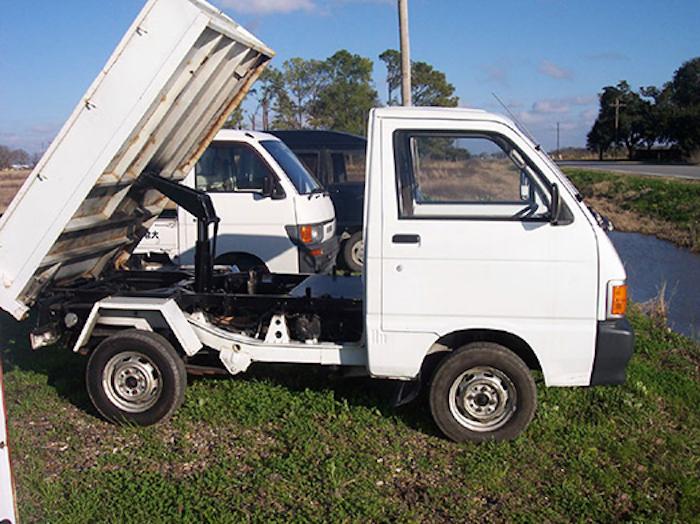 Mini Dump Trucks: A Different Kind of Workhorse